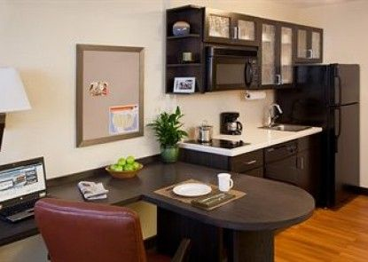Candlewood Suites Wichita - Northeast Teras