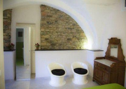 Casa Giulia Diano Castello