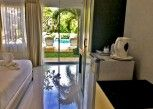 Pesan Kamar Poolside Room di Cascades Resort Phuket