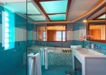 Cavo Seaside Luxury Suites