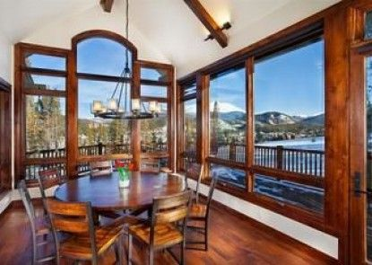 Cawha Outlook Chalet Peak by Pinnacle Lodging