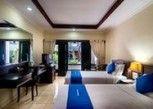Pesan Kamar Kamar Deluks, Teras, Di Pinggir Kolam Renang di Champlung Mas Hotel