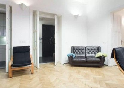 Charles Central Apartment