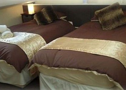 Chiltern Guest House Teras