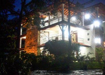 Cinnamon Lake Inn