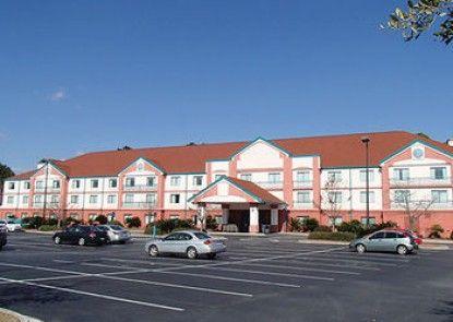 Clarion Suites & Conference Center Teras