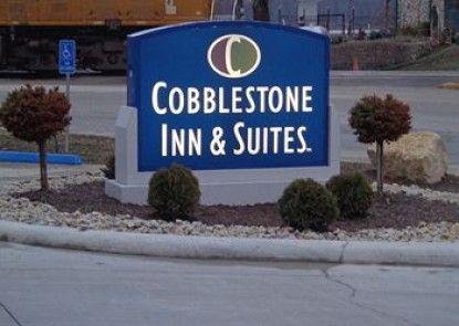 Cobblestone Inn and Suites - Marquette