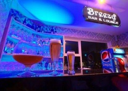Colina Boutique Hotel & Breezy Sky Bar