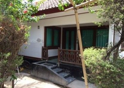 Coral Beach 2 Bungalow Teras