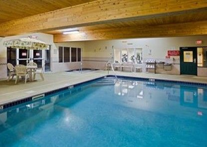 Country Inn & Suites By Carlson, Iron Mountain, MI Teras