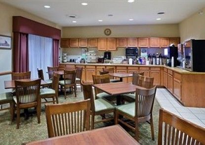 Country Inn & Suites By Carlson, Iron Mountain, MI
