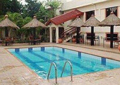 Court Gardens Hotel