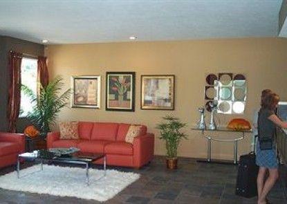 Court Plaza Inn & Suites Teras