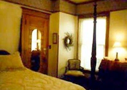 Crescent Lily Inn B&B