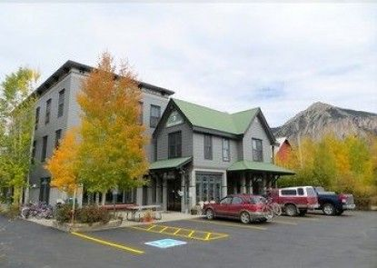Crested Butte Lodge and Hostel