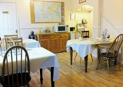 Crestwell House Bed & Breakfast