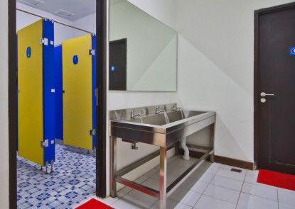 CX Hostel Bali Kuta Raya Teras