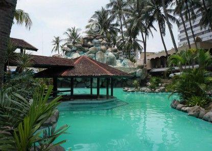 Danau Toba International Hotel Kolam Renang