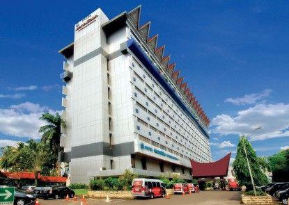 Danau Toba International Hotel Eksterior