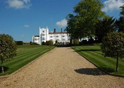 Danesfield House Hotel And Spa Teras