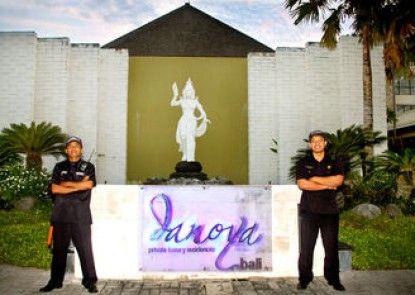 Danoya Villa - Private Luxury Residences Teras
