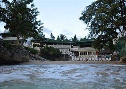 Dan\'s Creek Hotel