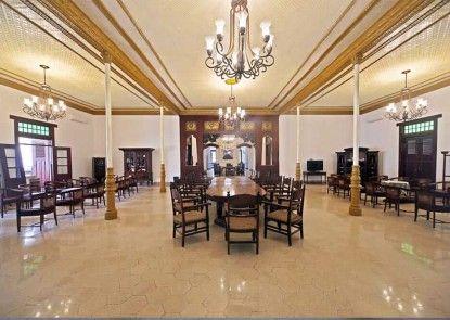 Daroessalam Hotel Syariah Lounge