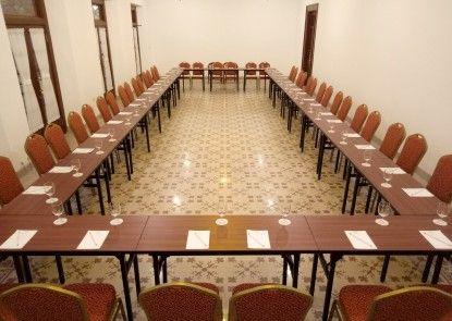 Daroessalam Hotel Syariah Ruangan Meeting