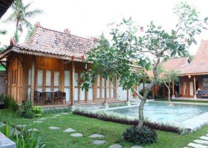 D Asti Guest House and Living Kolam Renang