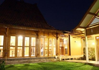 D Asti Guest House and Living Teras