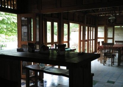 D Asti Guest House and Living Dapur