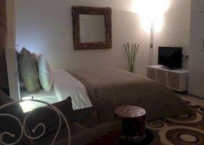 Dato\'s Beach Studio-Apartments