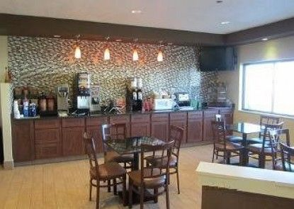 Days Inn and Suites Benton Harbor, MI Teras