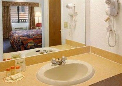 Days Inn and Suites Bridgeview Lodge Teras