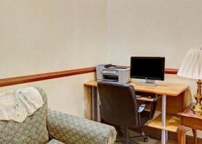Days Inn & Suites Louisville SW