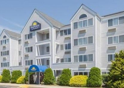 Days Inn and Suites Groton Near the Casinos