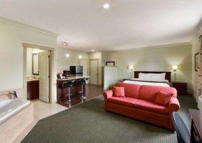 Days Inn and Suites Whitecourt