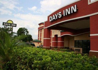 Days Inn Orlando Near Millennia Mall