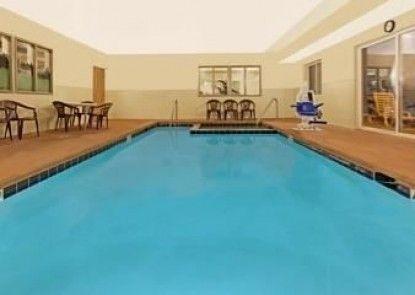 Days Inn & Suites Castle Rock