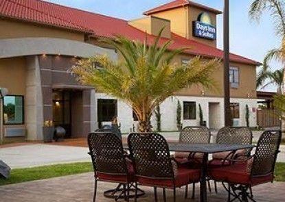 Days Inn & Suites Houston North/spring
