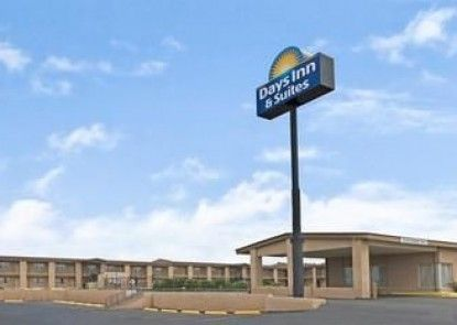 Days Inn & Suites Santa Rosa