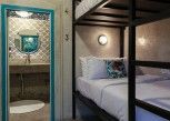 Pesan Kamar Deluxe Bed Mixed Dorm Ensuite di Kosta Hostel Seminyak