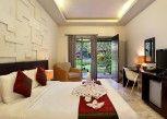 Pesan Kamar Deluxe Pool View with Bathtub di Y Resort Ubud