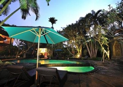 DeMunut Balinese Resort Kolam Renang