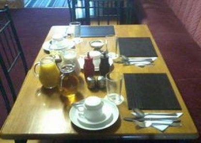 Dering Lodge Hotel