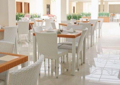 Dermaga Keluarga Hotel Sonosewu Rumah Makan