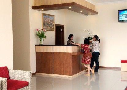 Dermaga Keluarga Hotel Sonosewu Penerima Tamu