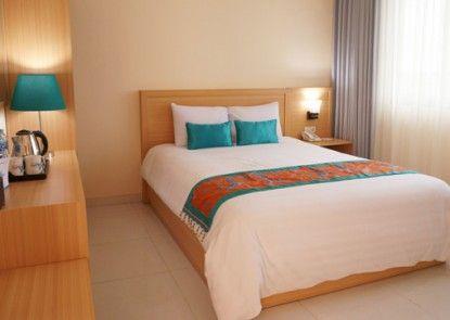 Dermaga Keluarga Hotel Sonosewu Kamar Tamu