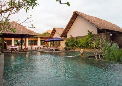 The Lokha Umalas Villas & Spa Kolam Renang Utama