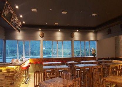 DGinn Cafe & Bar Toba Kafe